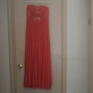 Dresses & Skirts - Medium Red Maxi Dress